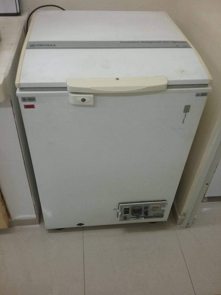 Incubadora refrigeradora com agitação