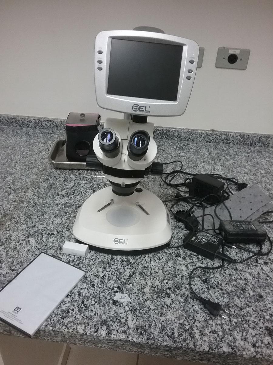 Microscópio biológico digital