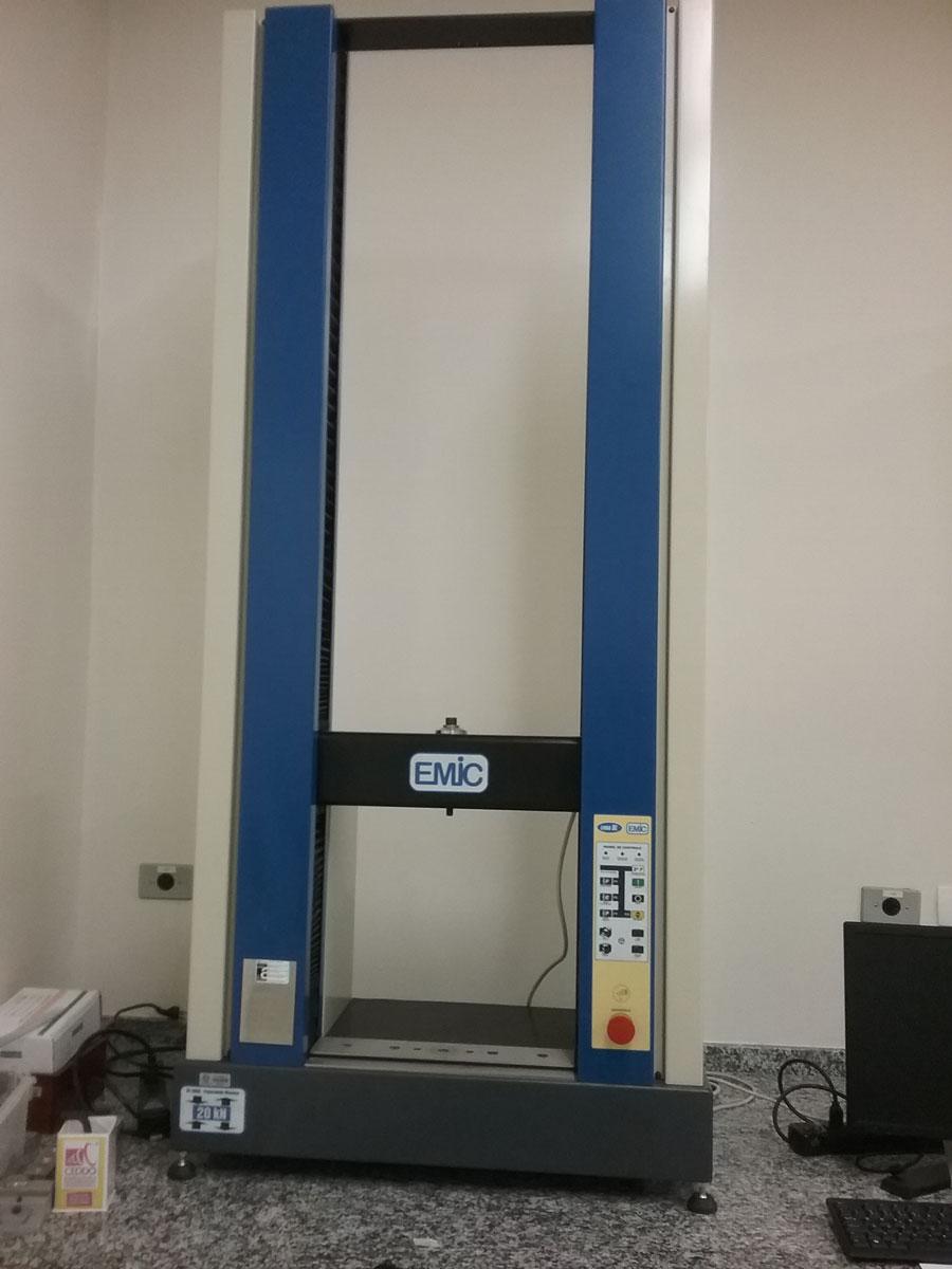 Máquina de ensaio universal